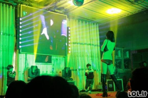 Kinijos keistenybės: Laidotuvių striptizo šokėjos