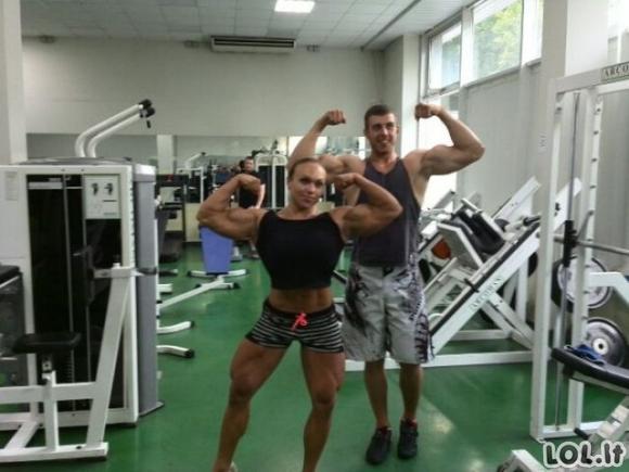 Moteris - raumenų kalnas