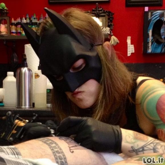 Kaip pataisyti tragišką tatuiruotę?