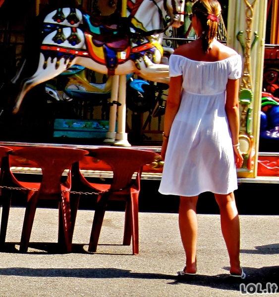 Karštos merginos su permatomais rūbais
