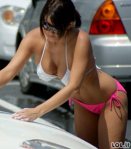 Kai mašinas plauna merginos