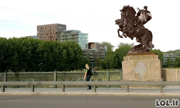 Kuo pakeisti žaliojo tilto statulas?