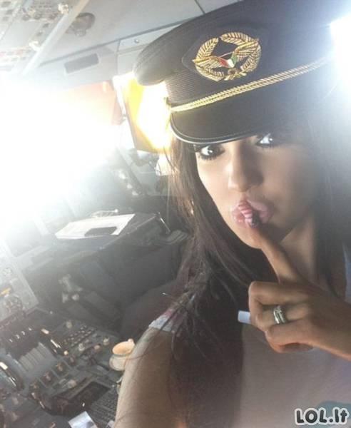 Nuotraukos, po kurių pilotas neteko darbo