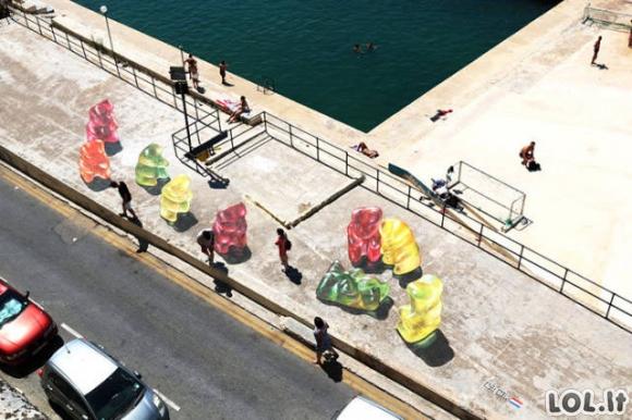 Didžiulių guminukų invazija Maltoje
