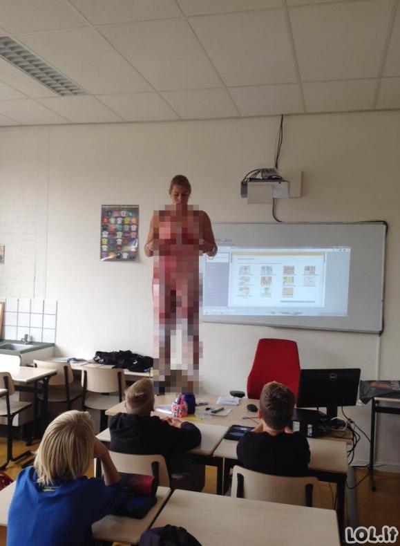 Mokytoja apsinuogina prieš visą klasę