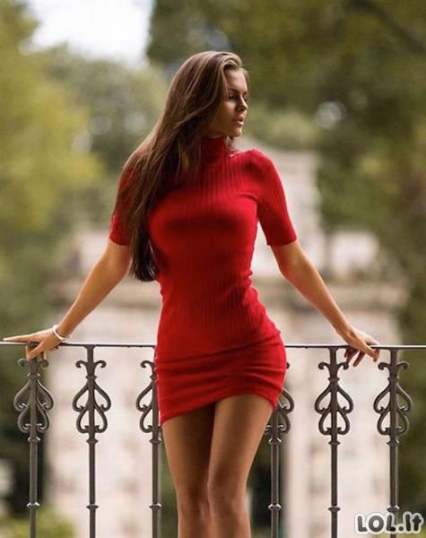 Tobuli kūnai aptemptose suknelėse