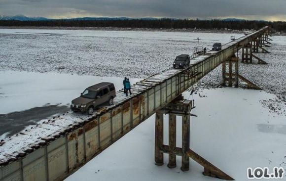 Beprotiškiausias automobilių tiltas pasaulyje