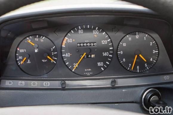Kaip atrodo 30 metų nė nevažinėtas Mercedes