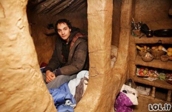 Benamis pasistatė namą iš molio