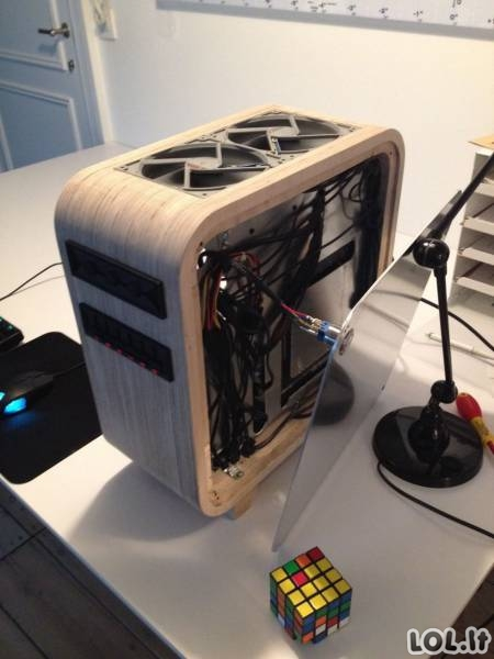 Rankų darbo kompiuterio dėžė