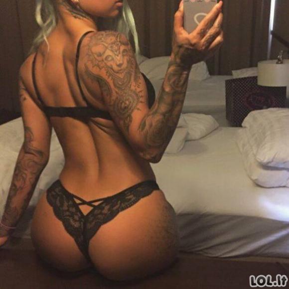 Karštos merginos su tatuiruotėmis