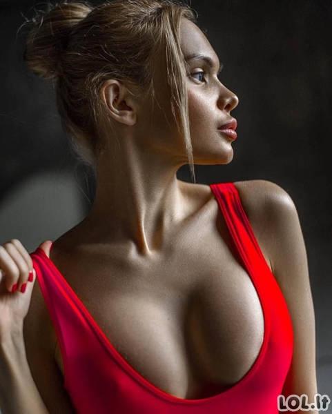 Karštos merginos su sultingomis krūtinėmis