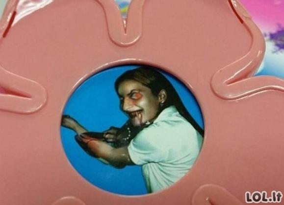 Tėvai buvo šokiruoti dėl to, ką rado vaikiškame žaisle