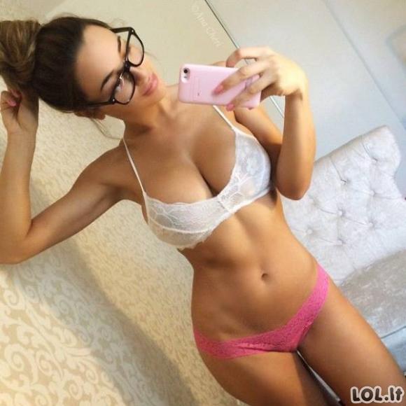 Karštų merginų akiniai negadina