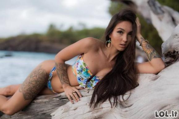 Karštos tatuiruotos merginos