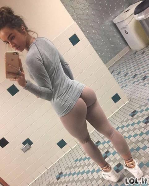 Karštos merginos su jogos kelnėmis [GALERIJA]