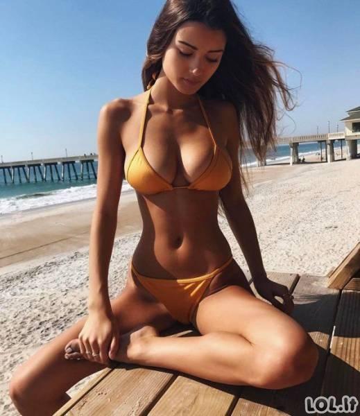 Karštos merginos su bikiniais [N-18]