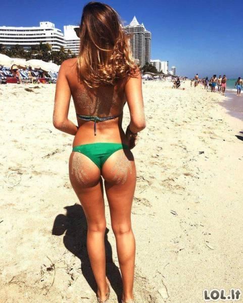 Karštos merginos su bikiniais