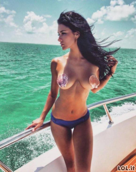 Gerulės merginų krūtinės