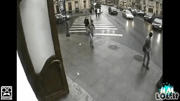 Apsaugos kamerų vaizdų GIF'ai