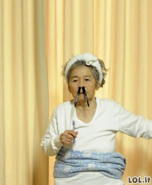 Močiutė, kuri žino kaip pozuoti