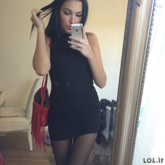 Gražios merginos vilki aptemptas sukneles [GALERIJA]