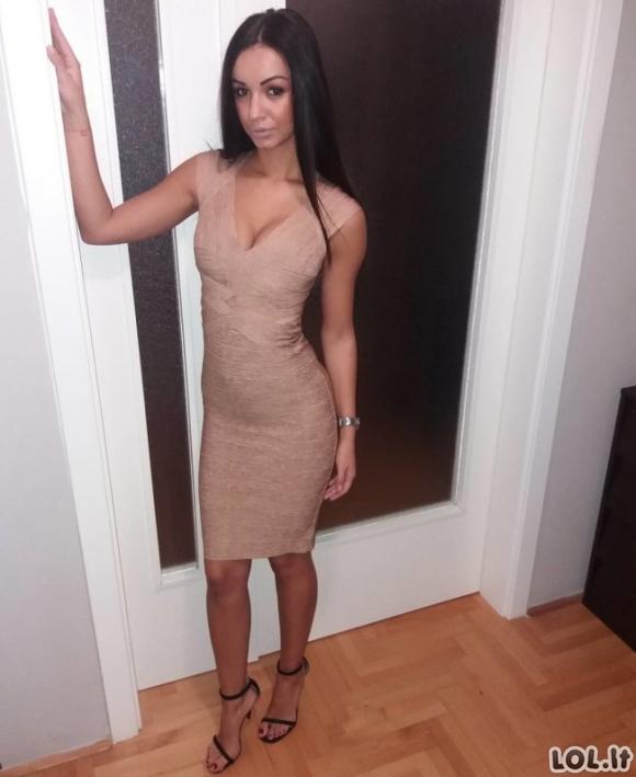 Gražios merginos vilki aptemptas sukneles [27 nuotraukos]
