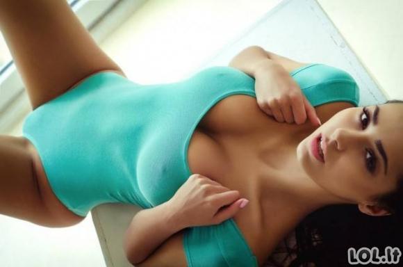 Dailios merginos ir maudymosi kostiumėliai [27 nuotraukos]