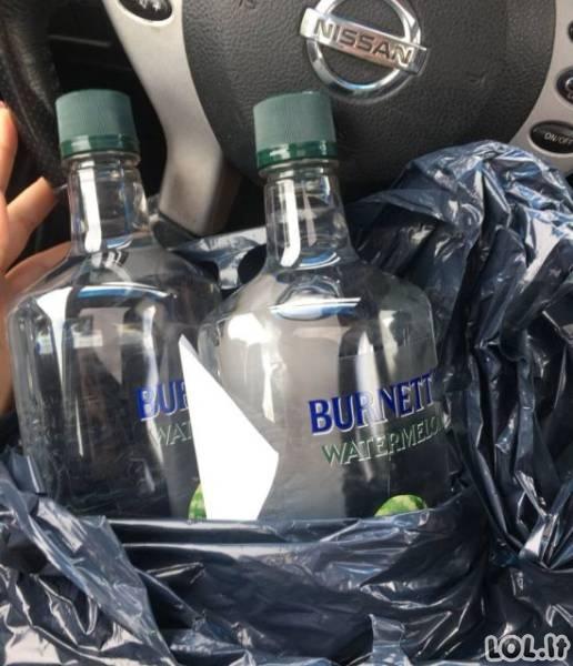 Nepilnametė rado būdą, kaip nusipirkti alkoholio