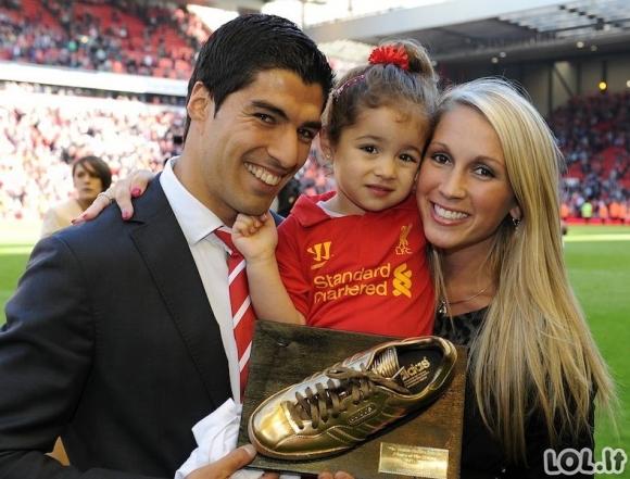 Futbolo žvaigždės su savo moterimis (18 nuotraukų)