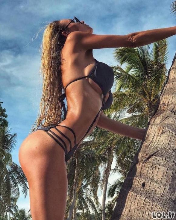 Karštos merginos su bikiniais (29 foto)