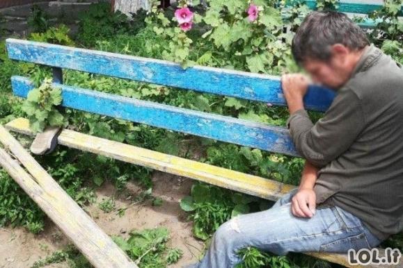 Suoliuke užstrigusį girtą vyrą teko laisvinti kviečiant pagalbą