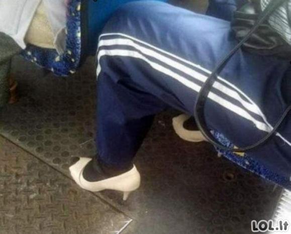 Keisčiausiai apsirengę žmonės viešajame transporte (20 nuotraukų)
