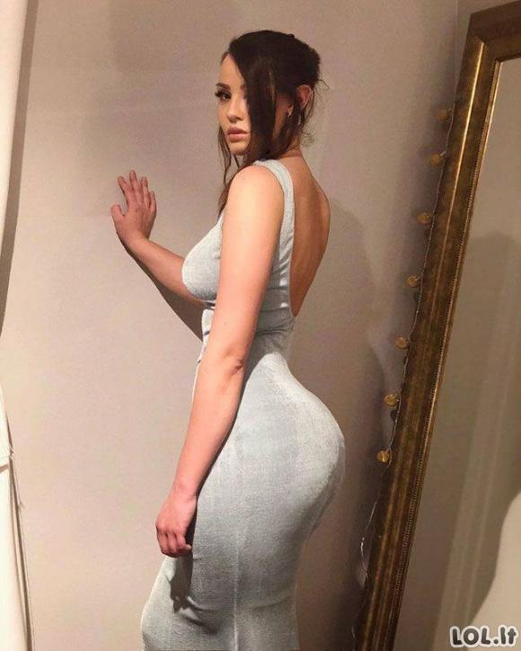 Merginos su vakarinėmis suknelėmis 2 dalis [GALERIJA]
