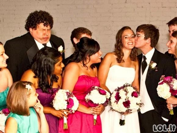 Žmonės fotobombina besibučiuojančias poras (16 foto)