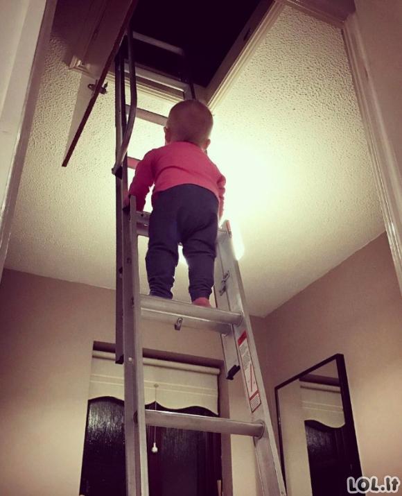 Tėvas įfotošopina savo dukrytę į nevisai saugias situacijas, sukurdamas ekstremalias nuotraukas
