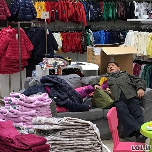 Kol vyrai laukia apsipirkinėjančių merginų (33 nuotraukos)