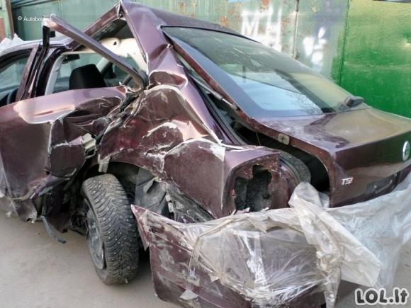 Visiškai sumaitotą Škodą automobilių meistrai prikėlė naujam gyvenimui [GALERIJA]
