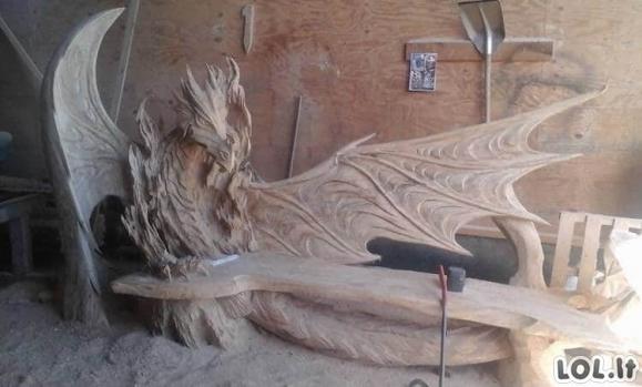 Vyras sukūrė patį kiečiausią suoliuką iš paprasčiausio rąsto (18 nuotraukų)