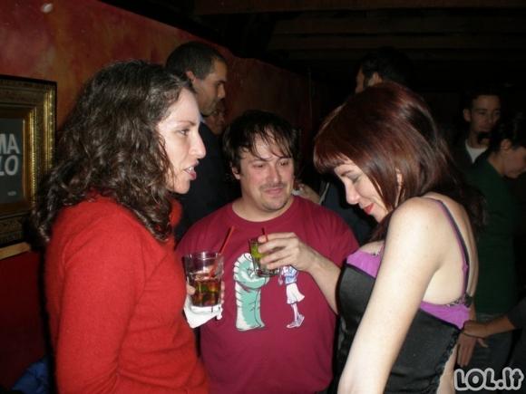 Vyrai, kurie įrodo, jog sunkiausias dalykas pasaulyje yra nežiūrėti į moters iškirptę