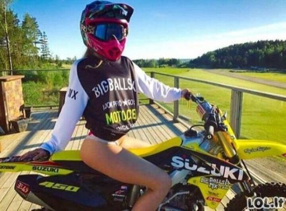 Merginos ir motociklai - ekstremalus derinys