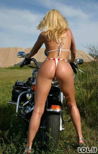 Merginos, kurios atrodo tiesiog nepriekaištingai ant šių motociklų