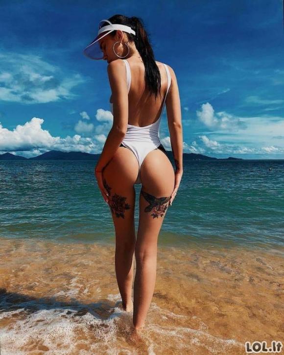 Sugrįžkime į vasarą - merginos su bikiniais [GALERIJA]