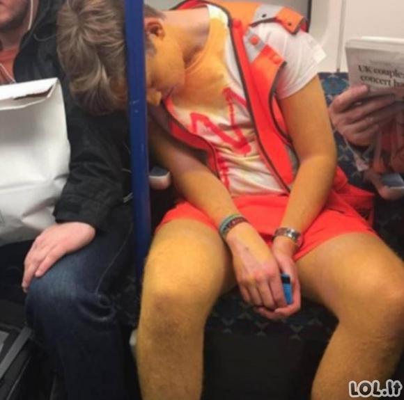 Londono metro keleiviai [GALERIJA]