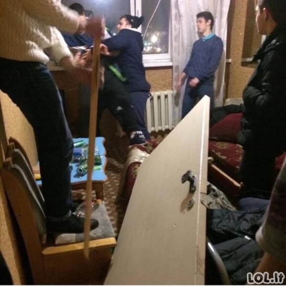 Akimirkos iš studentų gyvenimo bendrabutyje (40 nuotraukų)