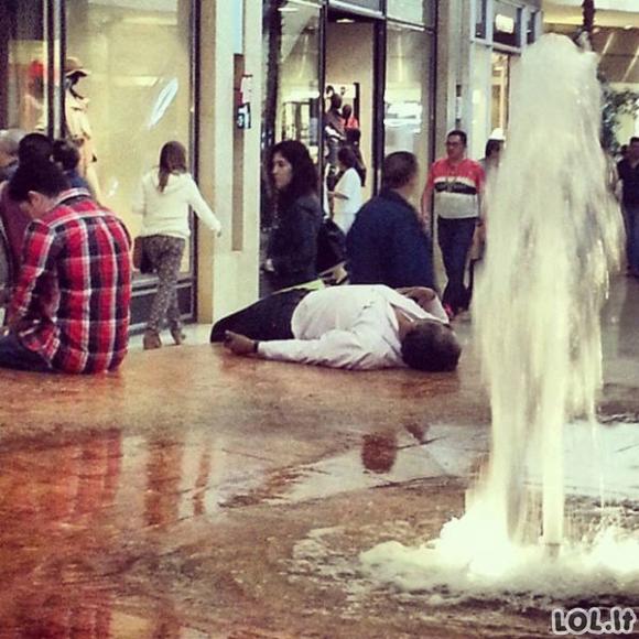 Vyrai, kuriems pažįstama apsipirkinėjimo su merginomis kančia (56 foto)