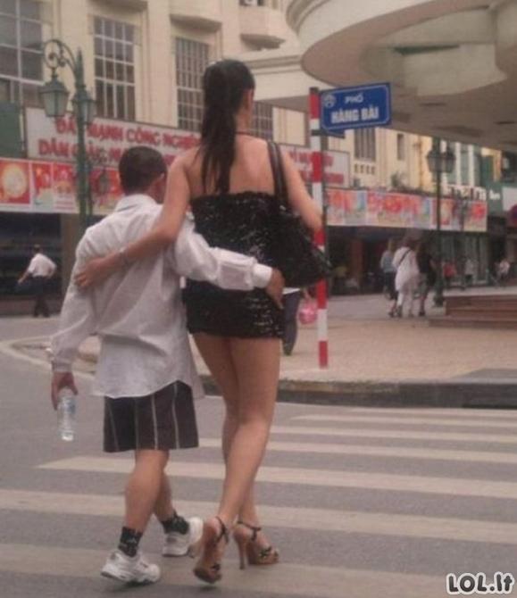 Šios keistos poros parodo, jog meilė gali būti visiškai akla [GALERIJA]