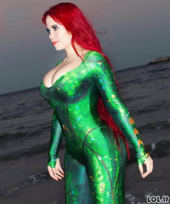 Seksualios merginos su kostiumais [N-18 GALERIJA]
