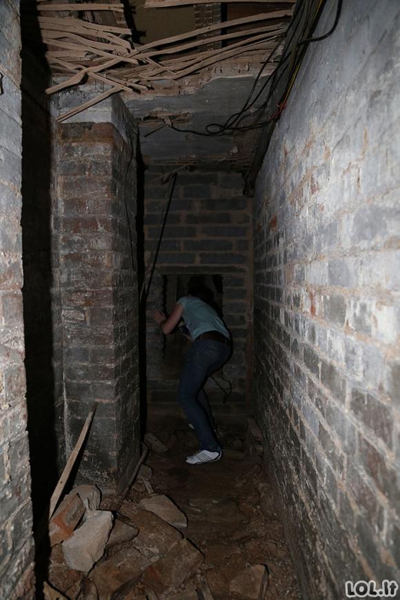 Vaikinas persikėlė į naujus namus ir rado paslėptas duris, apie kurias nieko nebuvo parašyta nuomos sutartyje [GALERIJA]