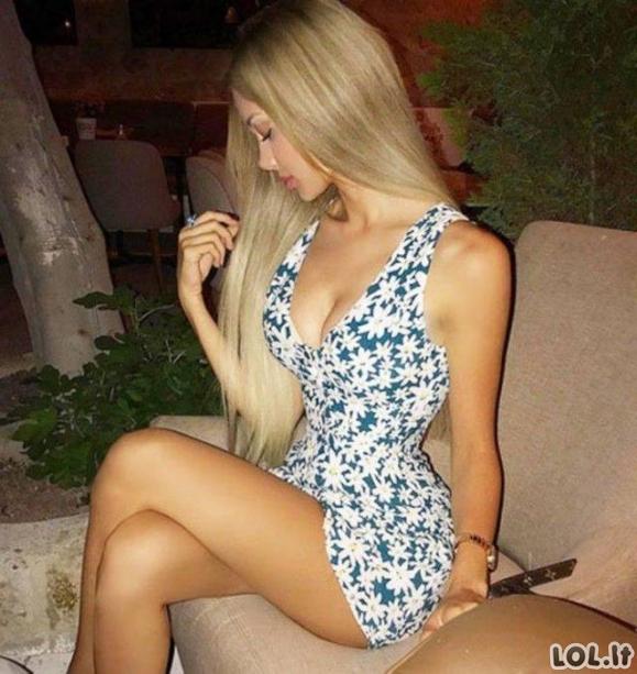 Karštos merginos aptemptomis suknelėmis [GALERIJA]
